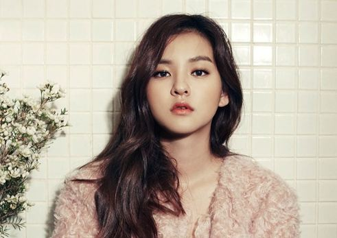 """Ghost Sweepers"" Actress Kim Yoon Hye Shows Her Sultry Beauty in ""Elle"""
