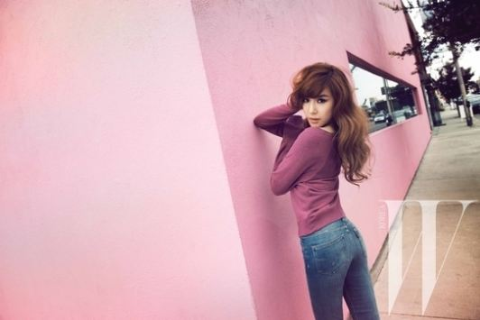 Girls' Generation's Tiffany Shows Off Unrealistic Body Proportions