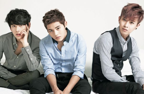 "ZE:A members Siwan, Dongjun, and Minwoo Get Into Bed and Talk Girls With ""Ceci"""