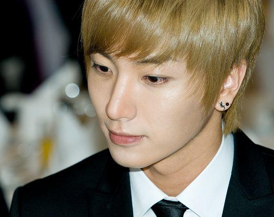 Super Junior leader Leeteuk Posts Post-Recovery Selca