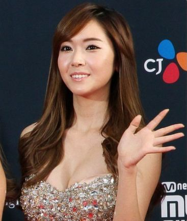 Girls' Generation member Jessica Glows as the Face of Makeup Brand Banila Co.