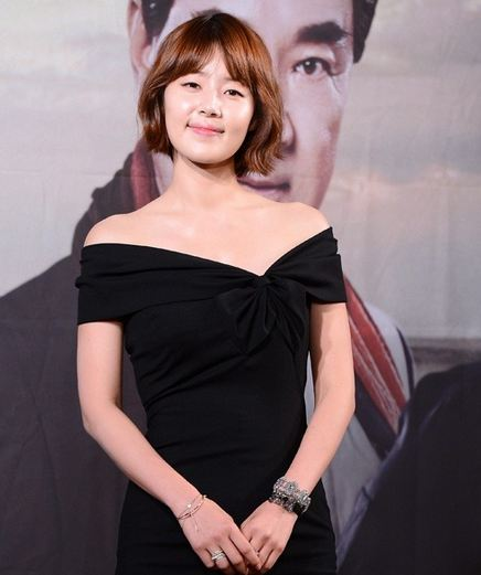"""""""May Queen"""" Actress Han Ji Hye Does Understated Sexy in """"Sure"""""""