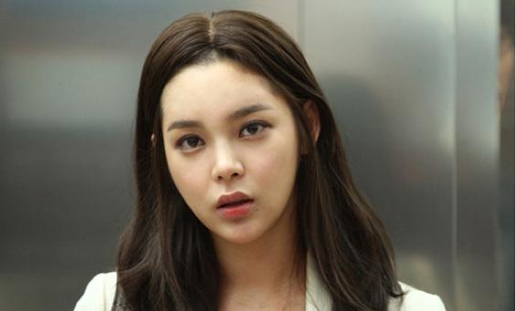 Park Shi Yeon Turns Heads at Photo Shoot
