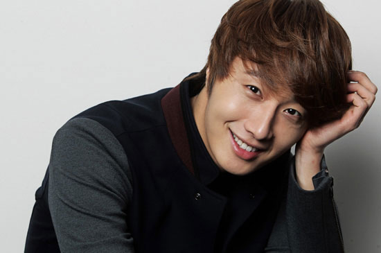 Jung Il Woo Enjoys the Outdoors for New Endorsement