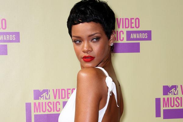 Rihanna Gave PSY a Thumbs-Up at MTV VMA