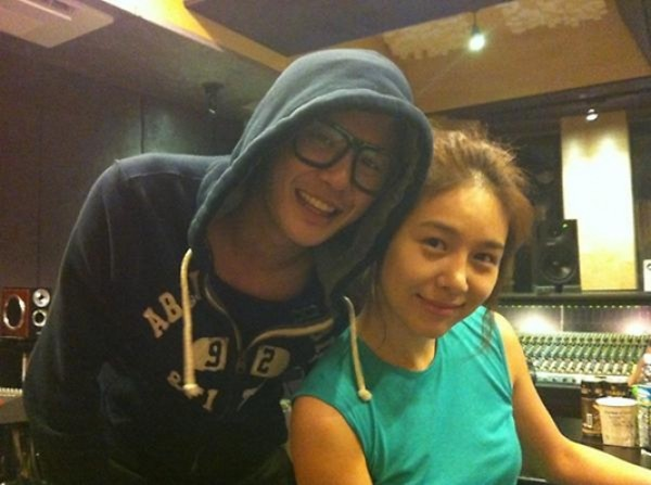 Ok Joo Hyun and JYJ's Junsu Take Photo in Recording Studio