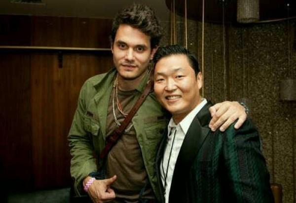 Psy Snaps Photos with John Mayer at MTV VMA