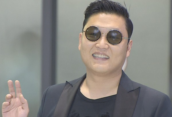 Psy Returns to Korea, Immobilizes Airport