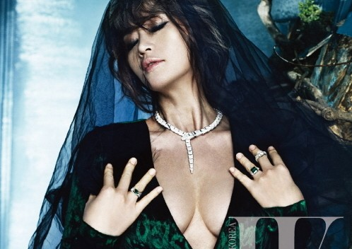 "Kim Hye Soo Shows Class and Glamour in ""W Korea"" Pictorial"