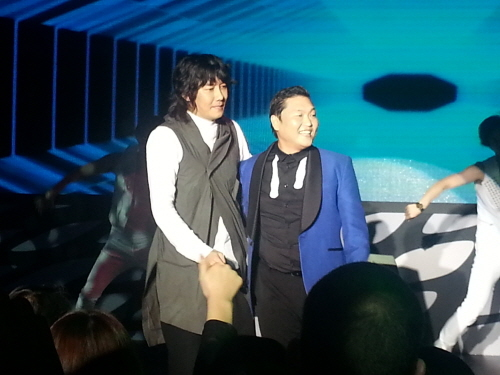Kim Jang Hoon Shows Up for Psy's Concert and Publicly Apologizes