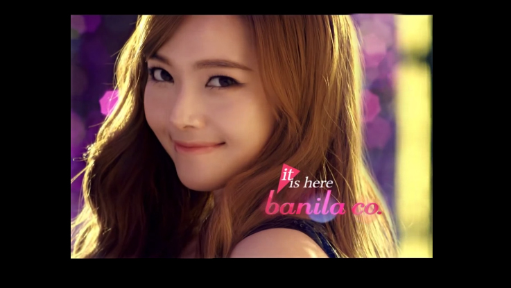 Girls' Generation's Jessica Only Needs Her Face to Shine from the Crowd