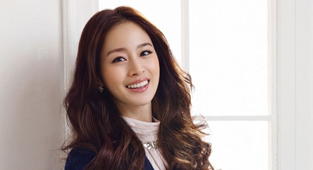 Kim Tae Hee Films CF With Her Adorable Nieces