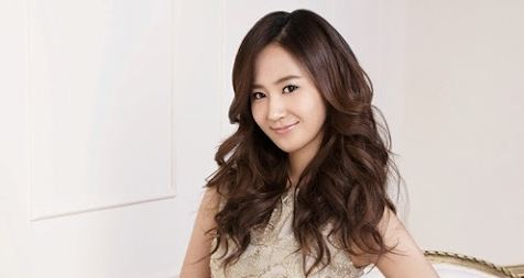 Girls' Generation's Yuri Rocks the Natural Look On College Campus