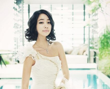 Lee Min Jung Shows Loyalty by Re-Signing with Current Agency