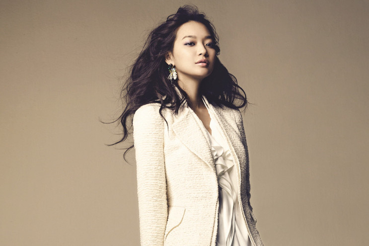 Shin Min Ah Transforms Into a Fashion Bag Designer