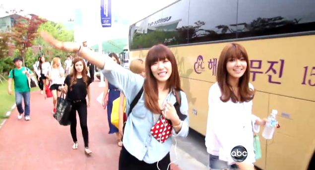 """ABC News Reporter Becomes A 1 Day SM Trainee And Claims: """"Girls' Generation Is A Super Group"""""""