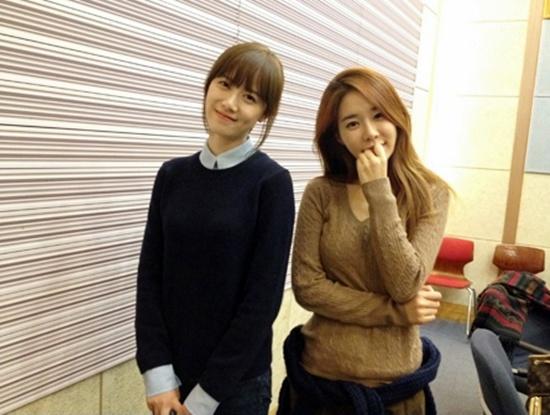 YG Beauties Goo Hye Sun and Yoo In Na Snap Photo Together