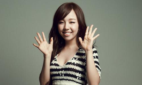 Baek Ah Yeon's Before and After Teeth Lamination Photos