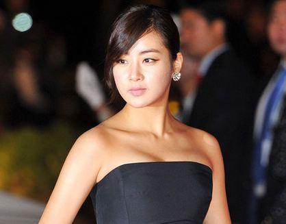 """My Pavarotti"" Actress Kang Sora Shows Amazing S-Line at Airport"