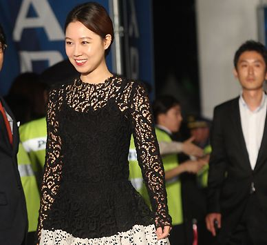"""""""577 Project"""" Star Gong Hyo Jin Looks Like a Star Even in Paris"""