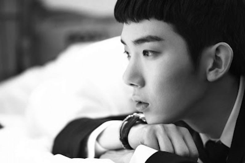 2AM's Jo Kwon Deeply Saddened for Sewol Ferry Victims After Visiting Memorial Site