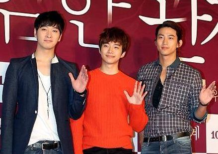 "Pretty Flower Men Jang Dong Gun, Taecyeon, Chansung, and Junho Pose at ""Dangerous Liaisons"" VIP Preview"