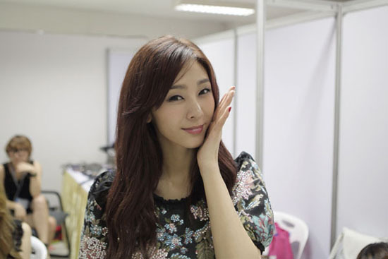 """G.Na Successfully Finishes Promotion of International Album """"Oui"""" in Thailand"""