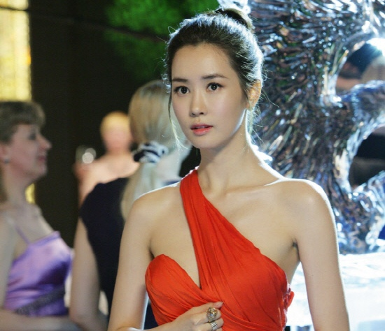 Lee Da Hae Wins Best Actress at Chinese Awards Show