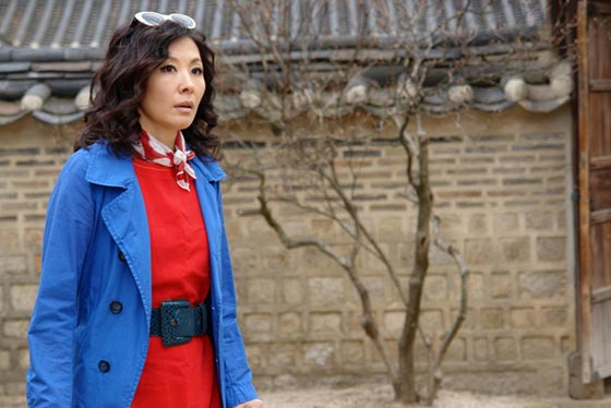 Veteran Actress Lee Mi Sook Wants to Act with CN Blue's Lee Jong Hyun