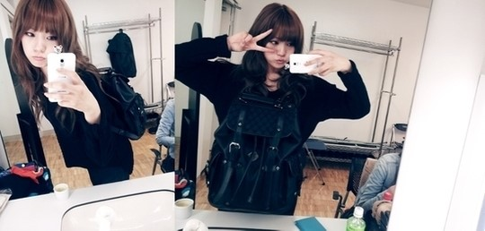 After School's Lizzy Releases Her Adorable Mirror Selcas