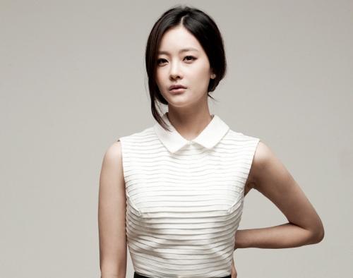 """We Got Married's"" Oh Yeon Seo Is Kim Hee Sun's Lookalike in Childhood Photos"