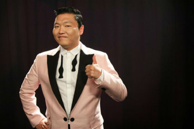 "PSY Shares His Pictures with the Casts of ""The View"" and the ""Jersey Shore"""