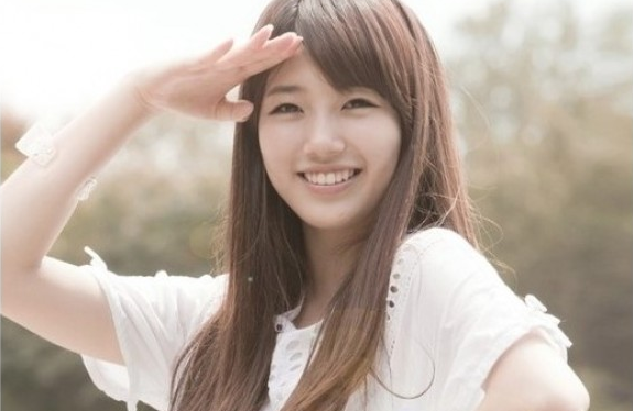 miss A's Suzy Humors Fans with her Playful Personality