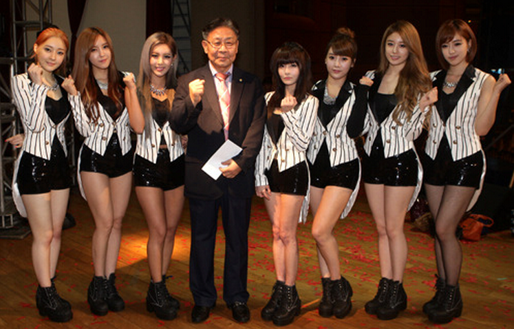 T-ara Visits Korean School in Malaysia and Makes Surprise Donation