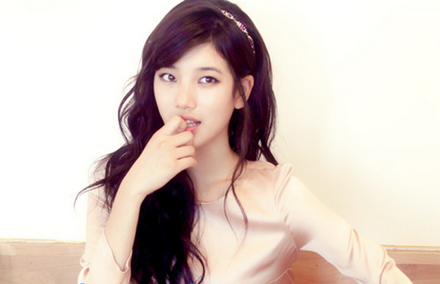 miss A's Suzy Goes Femme Fatale in a Sexy Tube Top