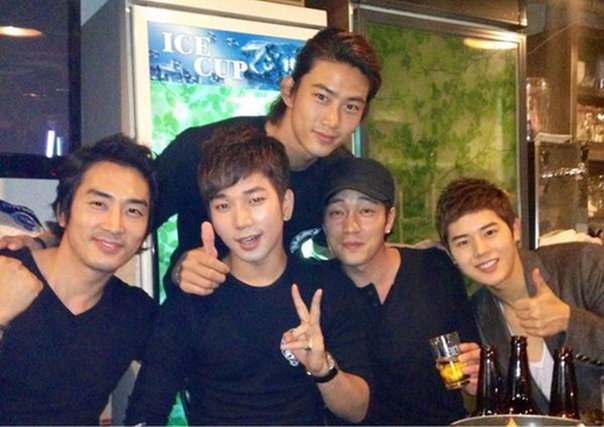 Song Seung Heon Poses with G.O, Taecyeon, So Ji Sub, and Dong Joon for a Group Photo