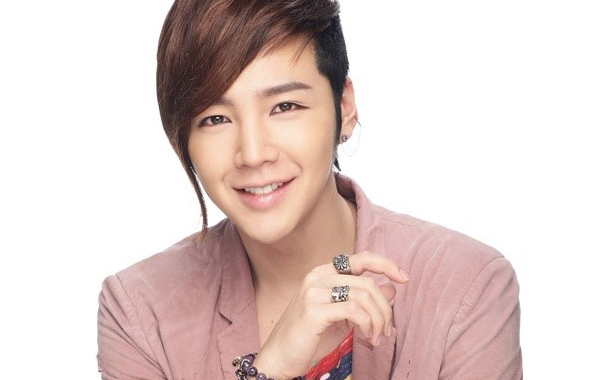 Jang Geun Suk Shows Off His New Couple Ring