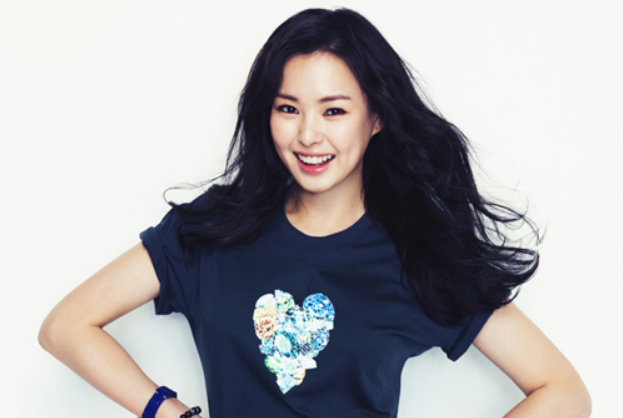 Honey Lee Signs Contract with King Kong Entertainment