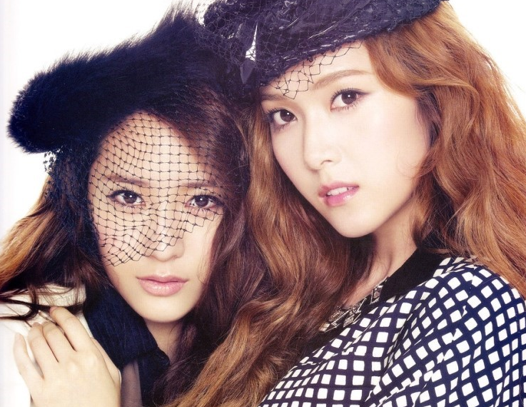 Who Wore It Better: Jessica & Krystal in Matching Outfits