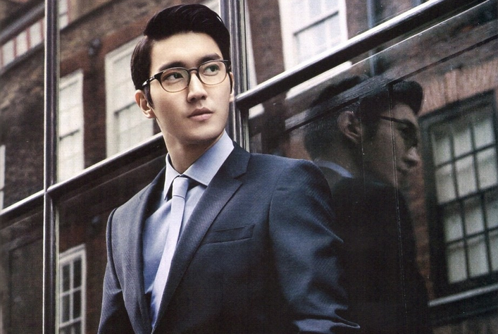 Super Junior's Choi Si Won and Steven Spielberg Look Snazzy