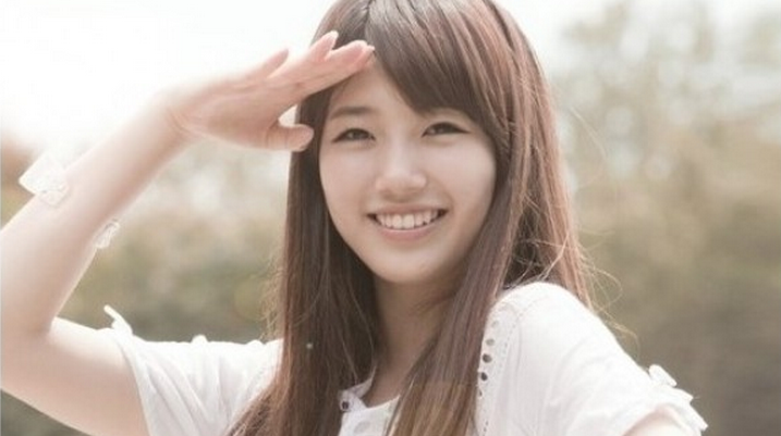 miss A's Suzy Poses with Little Suzy