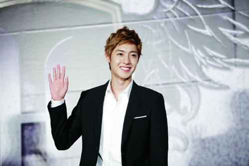 "Kim Hyun Joong to Drop Out of ""Barefoot Friends"" Due to Upcoming Drama Filming Schedule"