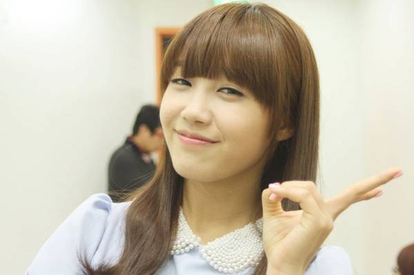 """A Pink's Jung Eun Ji Goes """"Legally Blonde"""" for New Role"""