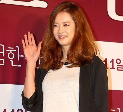 """Go Ara is a Sexy Lady in Leather at """"Dangerous Liaisons"""" VIP Preview"""