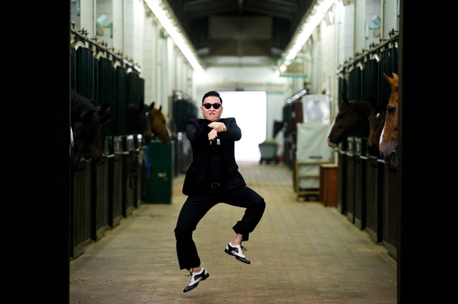 "Psy Thanks Friends with Big Gifts, ""Psy Style"""