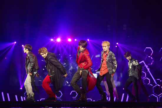 SHINee Successfully Holds Their First Hong Kong Concert