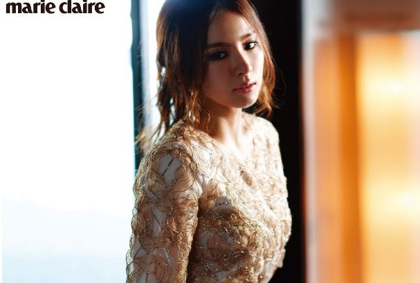 """R2B"" Actress Shin Se Kyung Looks Bewitching for ""Marie Claire"""