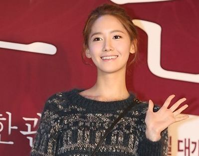 """Girls' Generation member YoonA Attends VIP Preview of """"Dangerous Liaisons"""""""