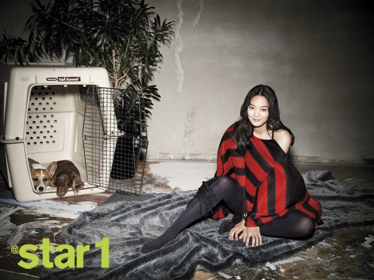 Shin Min Ah Shows Off the Fall Trend in @star1