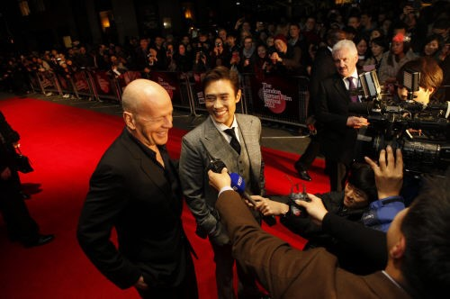 "Lee Byung Hun Dazzles with Hollywood Stars at ""Masquerade"" Screening in London"